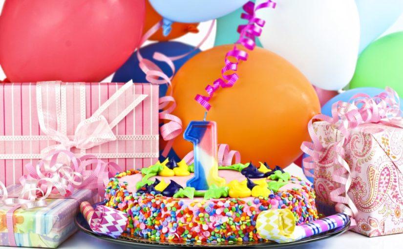 Gaver og fødselsdagskage til 1 årig